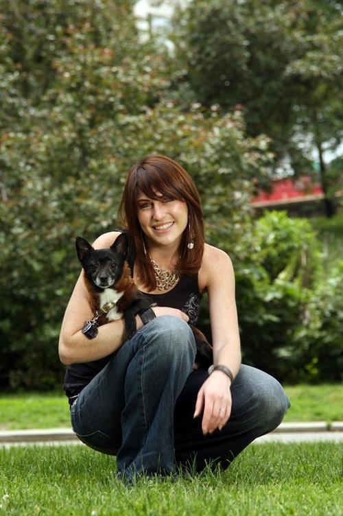 Animal trener iz New York Lyssa Rosenberg (Lyssa Rosenberg) je naučio nju terijer slijediti jednostavne komande