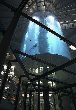 AquaDom - divovski akvarij u Berlinu