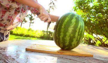 Арбузы - большие и сочные ягоды, footage.shutterstock.com