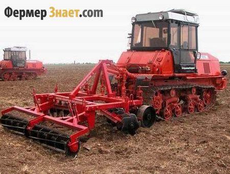 Traktor ore zemlja