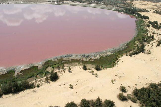 Hiller jezera neobične boje vode