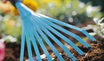 Рыхление почвы веерными граблями, bt-test.ru