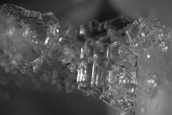 Krystaly zasněžený povrchové mráz