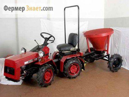 Traktor u garaži