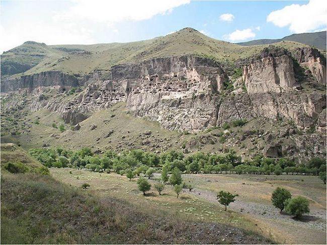 Cave City Vardzia nachádza v Gruzínsku, na hranici východnej Európy a západnej Ázii, s 800 ročnou históriou.