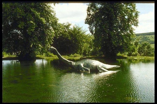 Ovde i tako da ovaj dinosaurus može izaći iz vode na ručak bujnim zelenilom