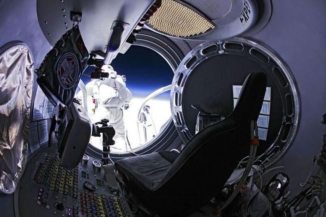 Skok z vesmíru