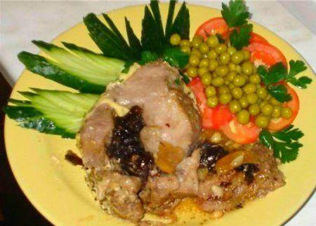 Bravčové mäso s uhorkou a sušenými slivkami