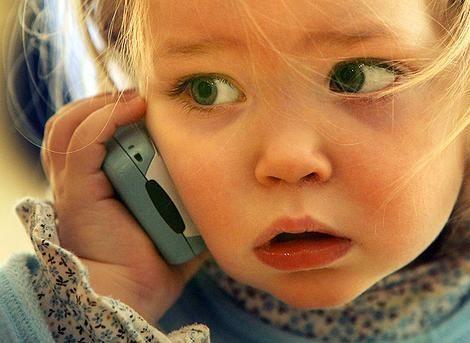 Američkim standardima koji se koriste u proizvodnji mobilnih telefona, ne nameću i dobro za sigurnost njihovog korištenja, posebno za djecu
