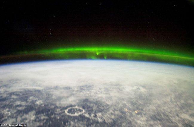 Rezervoar u Quebec, u srcu, može se vidjeti u valovima zelene Northern Lights