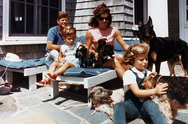 Brojni psi Kennedy - on je bio prvi predsjednik zatražio da njegovi psi su uvijek izlaz kako bi se zadovoljile predsjednički helikopter.