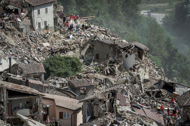 Всего за одну ночь уютный итальянский городок превратился в руины.