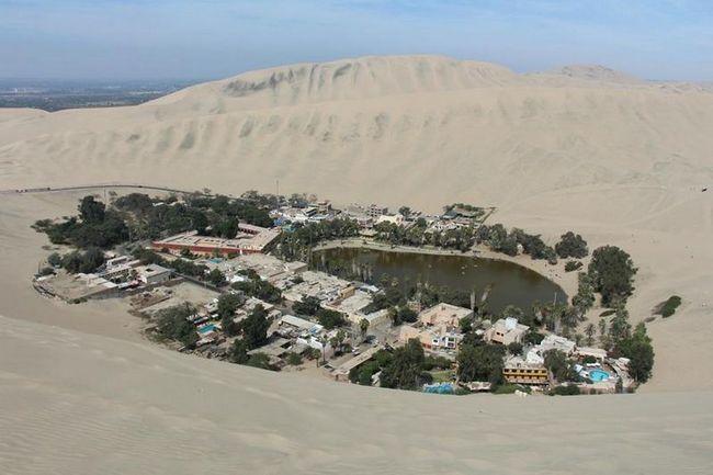 Huacachina (Spanish Huacachina.) - mystická oáza město