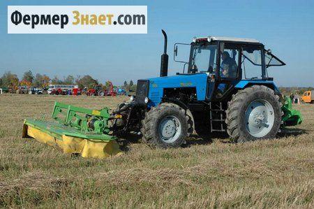 Traktor na izložbi opreme