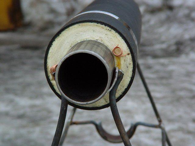 На изображении показан способ утепления наружного водопровода