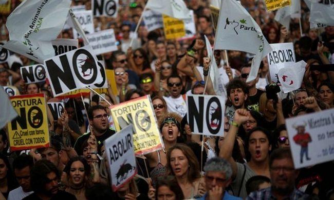 U Madridu je na skupu protiv borbi s bikovima.