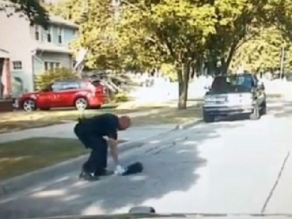 В сша полиция выложила ролик о спасении застрявшего скунса